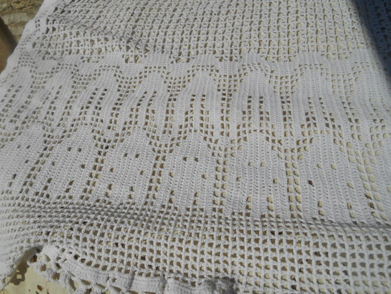 White Hand Crochet Blanket Throw French Handmade Cotton Lace Bed Cover Tulips Design #sophieladydeparis