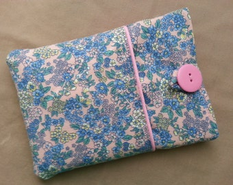 Kindle, Kindle Touch, Kindle Paperwhite Cover. Mauve with blue floral pattern fabric, lined, padded pouch sleeve case.