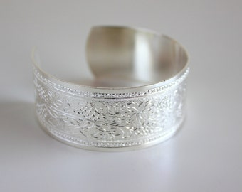 Vintage style silver-plated cuff bracelet, engraved with foliage. Love in Bloom collection. Wedding