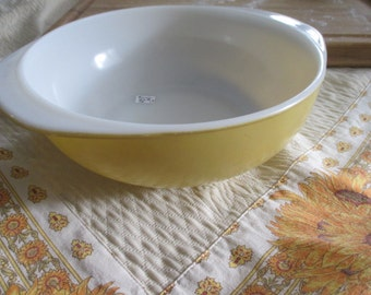 Pyrex Bowl, Mixing Bowl, Vintage Pyrex Casserole Dish, Harvest Gold Casserole, 2 qt Pyrex Bowl