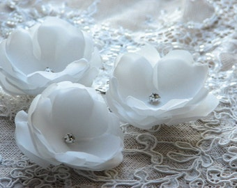 3 ivory hair flowers Ivory hair clips Wedding hair flowers Wedding headpiece White hair flower Wedding hair clip Ivory white hair accessory