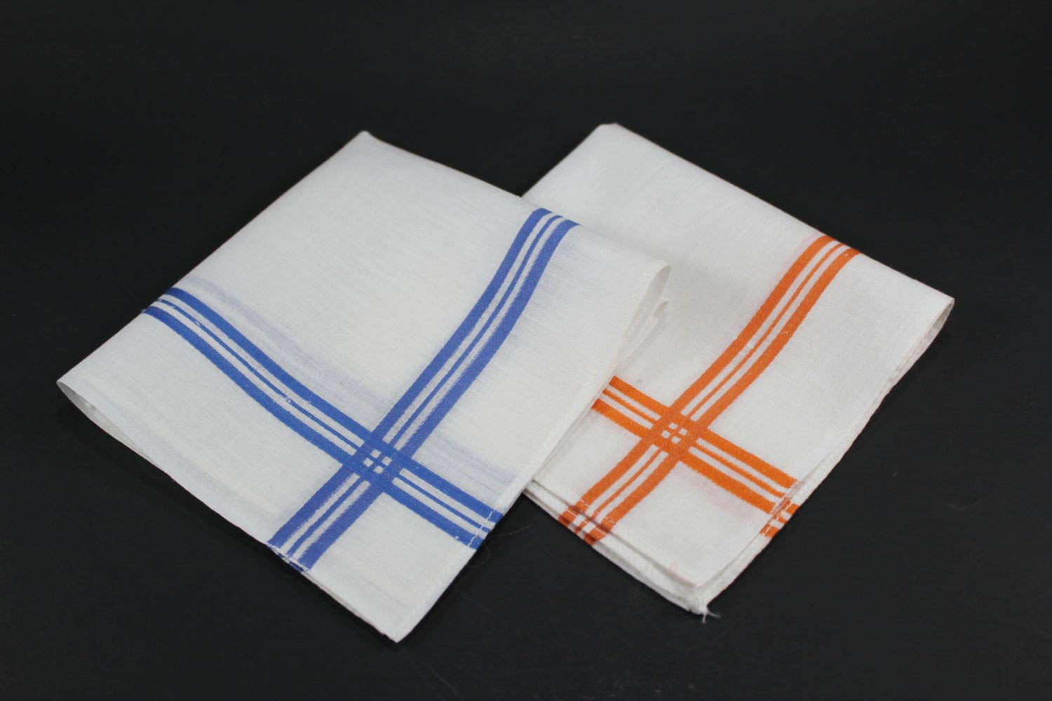Thus, you can get a handkerchief for any type of outfit, whether it is for a wedding, party or any other occasion. Moreover, the handkerchief comes in various materials like cotton, polyester, satin, silk, etc. The texture and look of each category of the handkerchief are different.