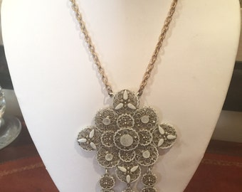 White Vintage Necklace Earrings Set