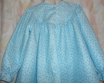 Girls Size 6  Pajamas are blue and white squares