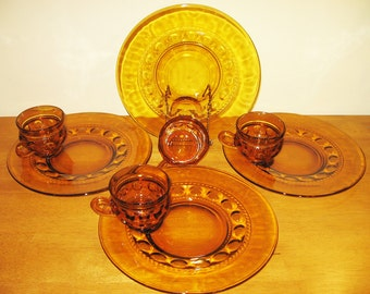 Kings Crown Thumbprint Gold / Amber Snack Plates & Cups, Vintage set of 4 by Indiana Glass