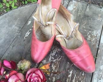 Flapper Dress Shoes / Boardwalk Empire / Pink Satin Shoes / Downton Abbey / Antique Shoes