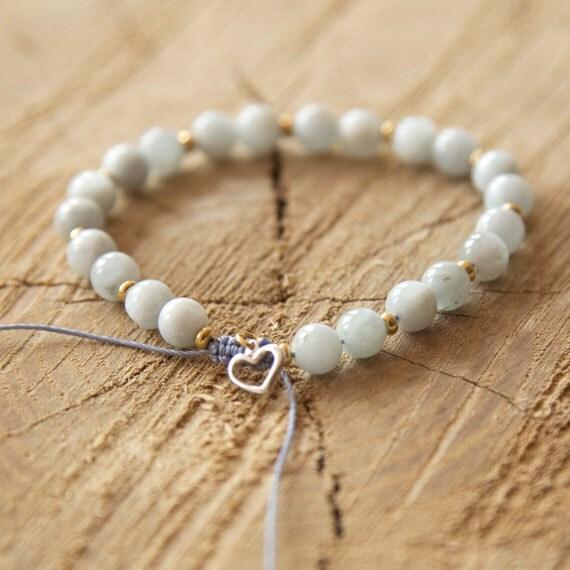 Bracelet semi-precious stones on nylon thread handmade in Montreal