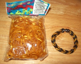 Rainbow Loom® Authentic Rubber Bands, Gold - 600-Band Package with 24 C-Clips and a FREE BRACELET!