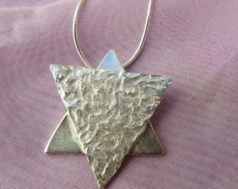 Sterling Silver Pendant. (14)