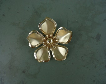 Goldtone Flower Pin