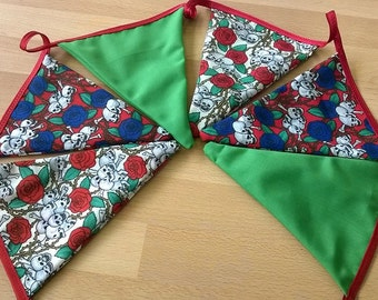 Scull and Roses bunting