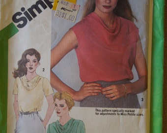 Simplicity 9765, size 10, UNCUT sewing pattern, craft supplies, misses, petite, womens, top, blouse