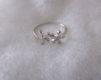 Adjustable Ring with Flowers.  Sterling Silver. Stackable Ring. Everyday Jewelry.