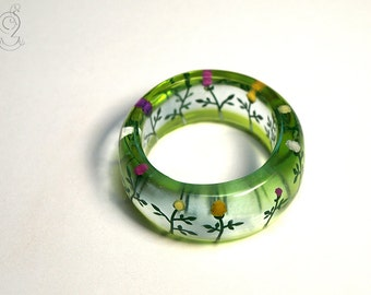 Colourful summer garden – romantic flower ring with colourful mini-dahlia in resin