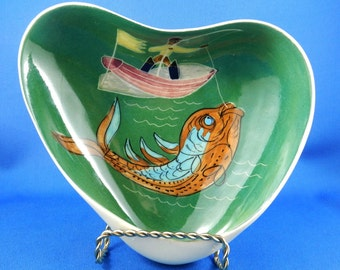Vintage Pin Dish Studio Anna Australia Fisherman Boat Catching Fish Green