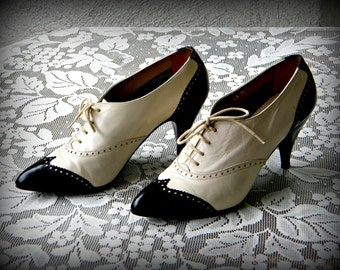 "Vintage ""Touch of Nina"" Spectator Leather Shoes Size 5 1/2"
