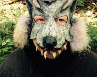 The agressif wolf mask