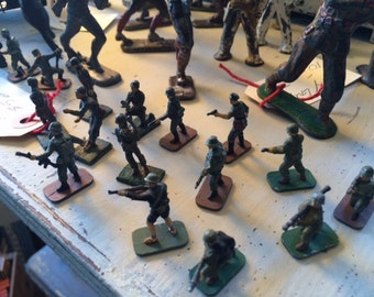 Antique Lead/Tin Soldiers WW2, Set of 16, Painted, Various Poses.