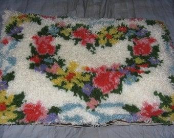 Vintage latch hook pillow flowers heart large decorative