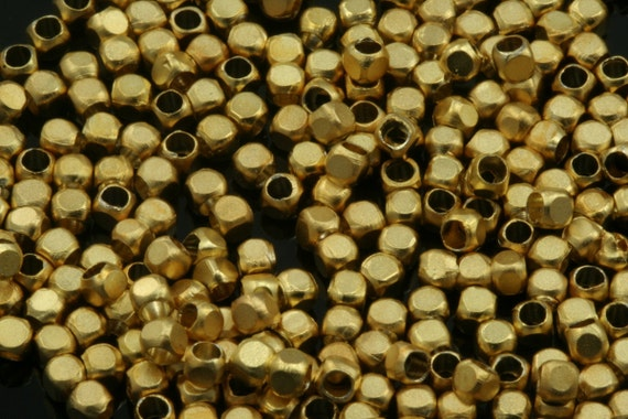 50 pcs 2 mm x 2 mm (hole 1,4 mm ) gold plated brass cube findings spacer bead 793C bab1.4