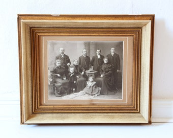 Vintage photography black white family portrait 1900 in wooden frame large picture!