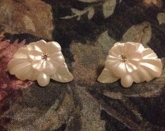 Vintage 1980s Plastic Pearl White Flower Earrings