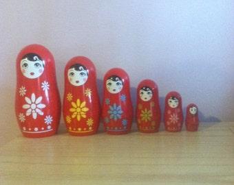 6 Plastic Stacking Russian Nesting Dolls