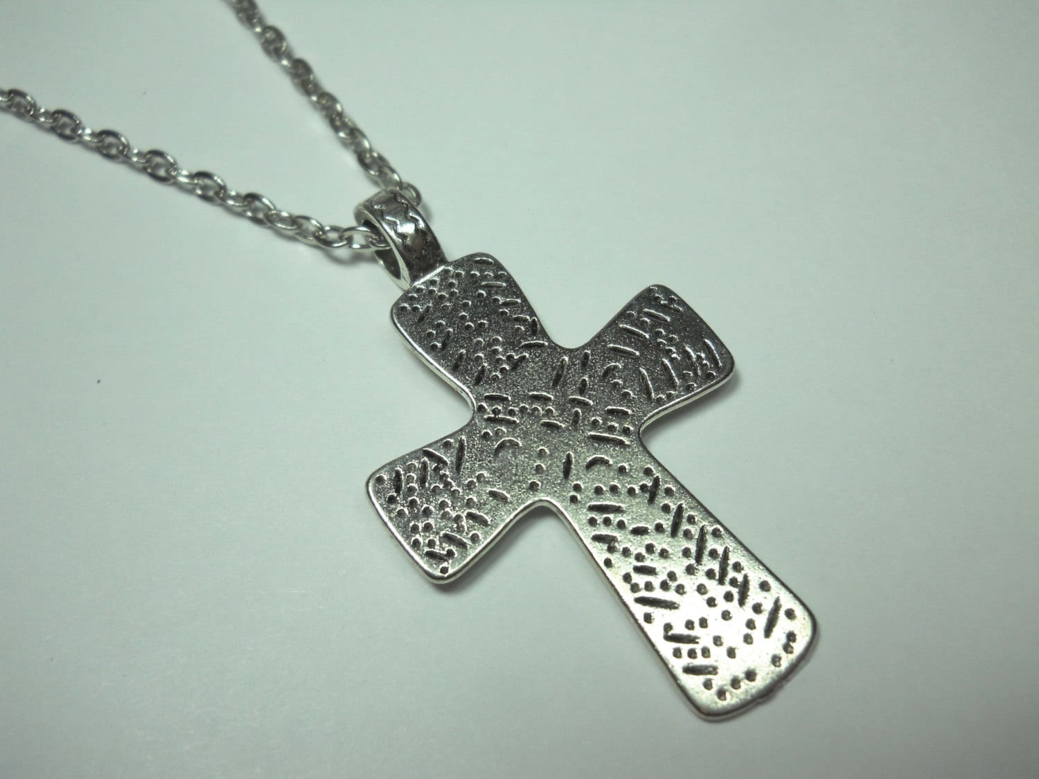 antique silver tone cross pendant men 39 s necklace. Black Bedroom Furniture Sets. Home Design Ideas