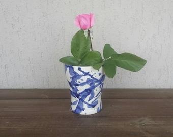 Vase blue and white