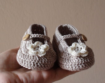 Crochet Beige shoes for Girl , Baby shoes , hand knitted , Crochet Baby Booties , Crib shoes , Baby Shower Gift , baptism shoes
