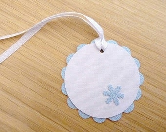 Set 10 Christmas snowflake / birthday party gift tags / party favour tags / blue frozen snowflakes - handmade