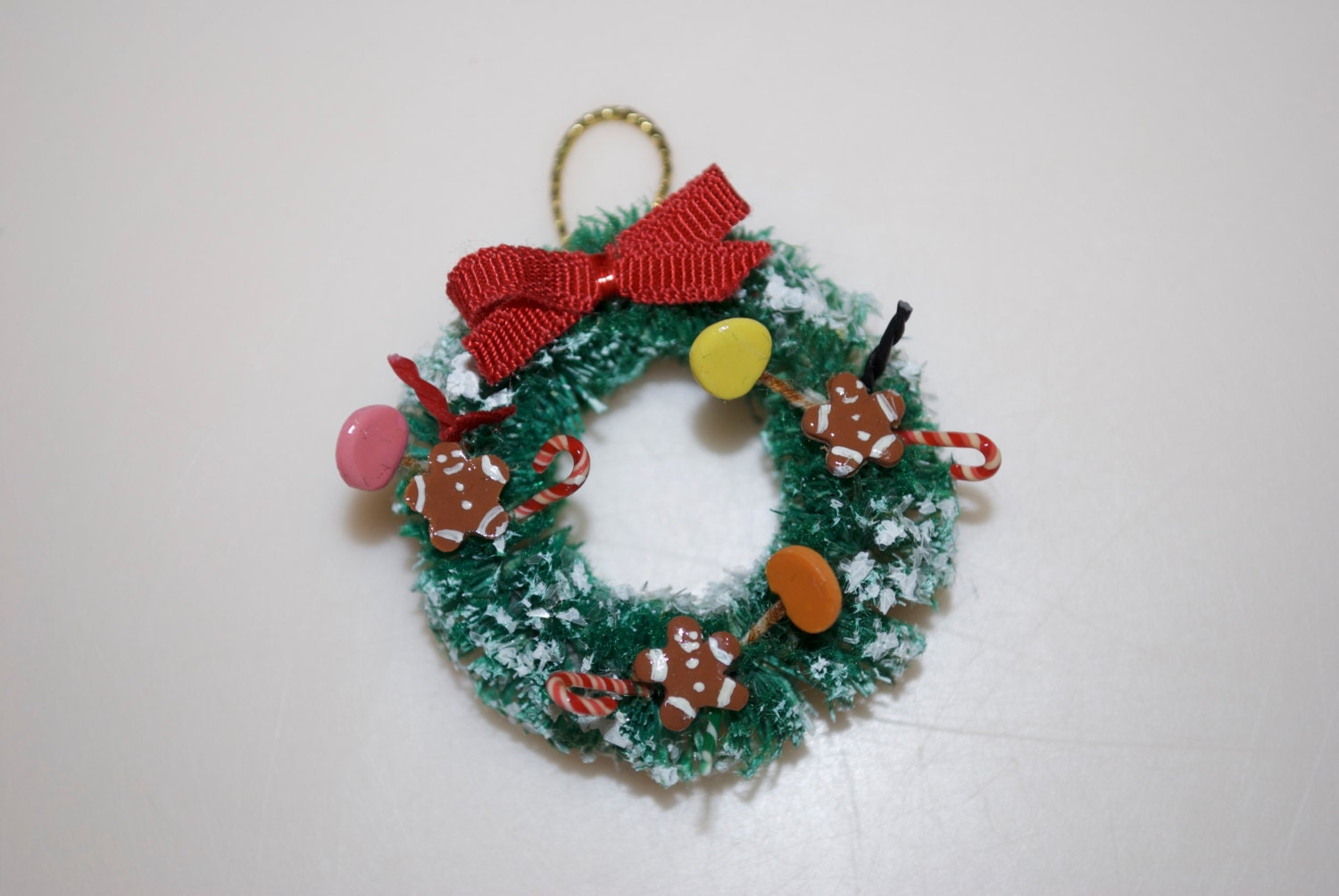 christmas wreath for dollhouse with gingerbread men  candy