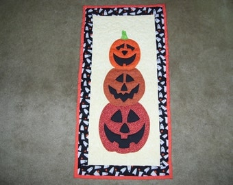 Halloween quilt-pumpkin quilt-machine quilted and appliqued-wall hanging-art quilt