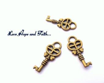 1 charm key FUNNY BRONZE