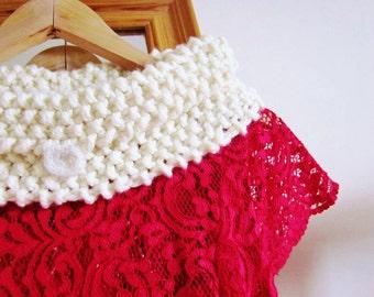 Womens Scarf, Ladies Scarf, Ladies Knitted Cowl, Chunky Cowl, Cowl, Cream Cowl, Handmade scarf, Handknit scarf, Handknitted Neckwarmer (618)