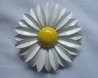 Flower Jewelry Brooch Costume Yellow White Enamel Mid Century 02780
