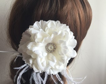 Ivory or White  Wedding Hair Flower, Bridal Fascinator,  Bridal Flower with feathers, Pearl and crystal Hair Clip