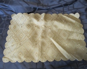 2 pc Placemats and Table Runner