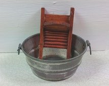 Washboard And Tub : miniature tub and washboard traditional 1 12 scale metal and wood 1970 39 s vintage dollhouse decor ~ Russianpoet.info Haus und Dekorationen