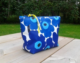 Waterproof makeup bag made from Marimekko oilcloth Unikko, Zipper fabric pouch, Box purse, floral cosmetic bag, Travel pouch, make up purse