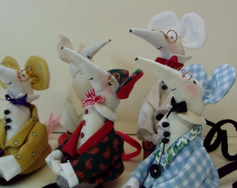 Mr mouse kit ready for you to sew ,it can be.hand or machine sewing .Ideal christmas gift,,easy clear instructions.my own latest design ,