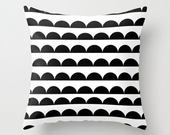 Black & white scallop cushion cover - throw pillow - home decor -