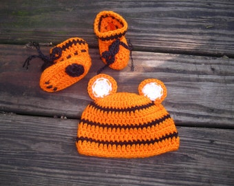 Bengals baby hat and bootie set
