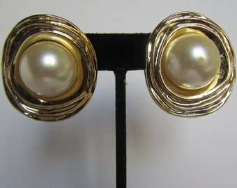 Vintage earrings- Faux pearl studs- 90s Jewelry