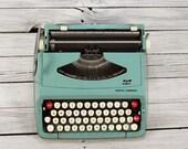 1960's SCM Smith-Corona Typewriter / Original Case / Working Condition / Vintage Typewriter Machine / Home Office Decor