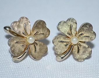 Vintage Gold Tone Four Leaf Clover Cuff Links SWANK
