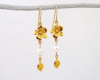 Flower Dangle Gold Earrings, Flower Dangle Earrings, Flower Eearrings, Flower Gold Earrings, Flower Gold Drop Earrings, Flower Drop Earrings