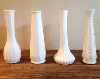 A Set of 4 Vintage Milk Glass Bud Vases perfect for Wedding/Bridal Party M411-3
