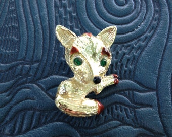 Bright and Shiny Vintage Gerry's Fox Pin/Brooch from the 1960's.  (GM198)