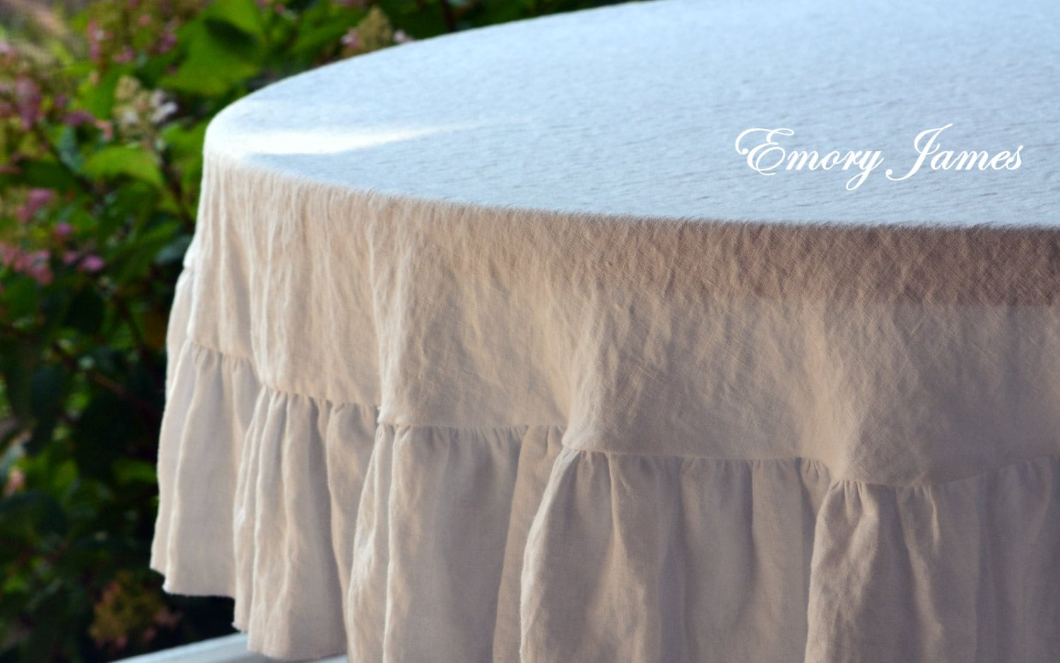 70 round 178 cm white linen tablecloth ruffled. Black Bedroom Furniture Sets. Home Design Ideas